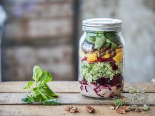 Salade in een pot | everydayhealthy.nl